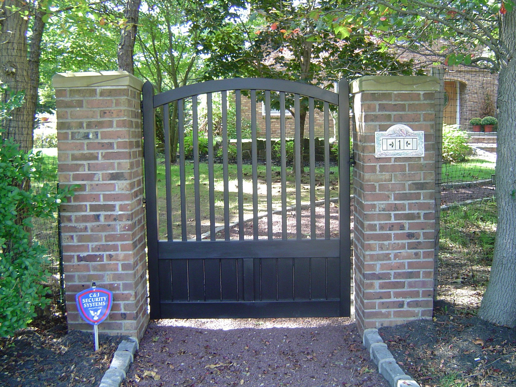 Oklahoma with Crown Closed Spindle Walk Gate (Stained Dark Green)