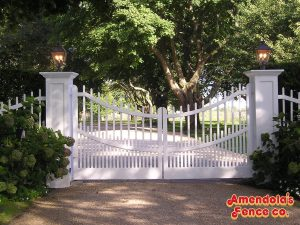 Scalloped Spindle Gate with Decorative Post Sleeves (Stained White)
