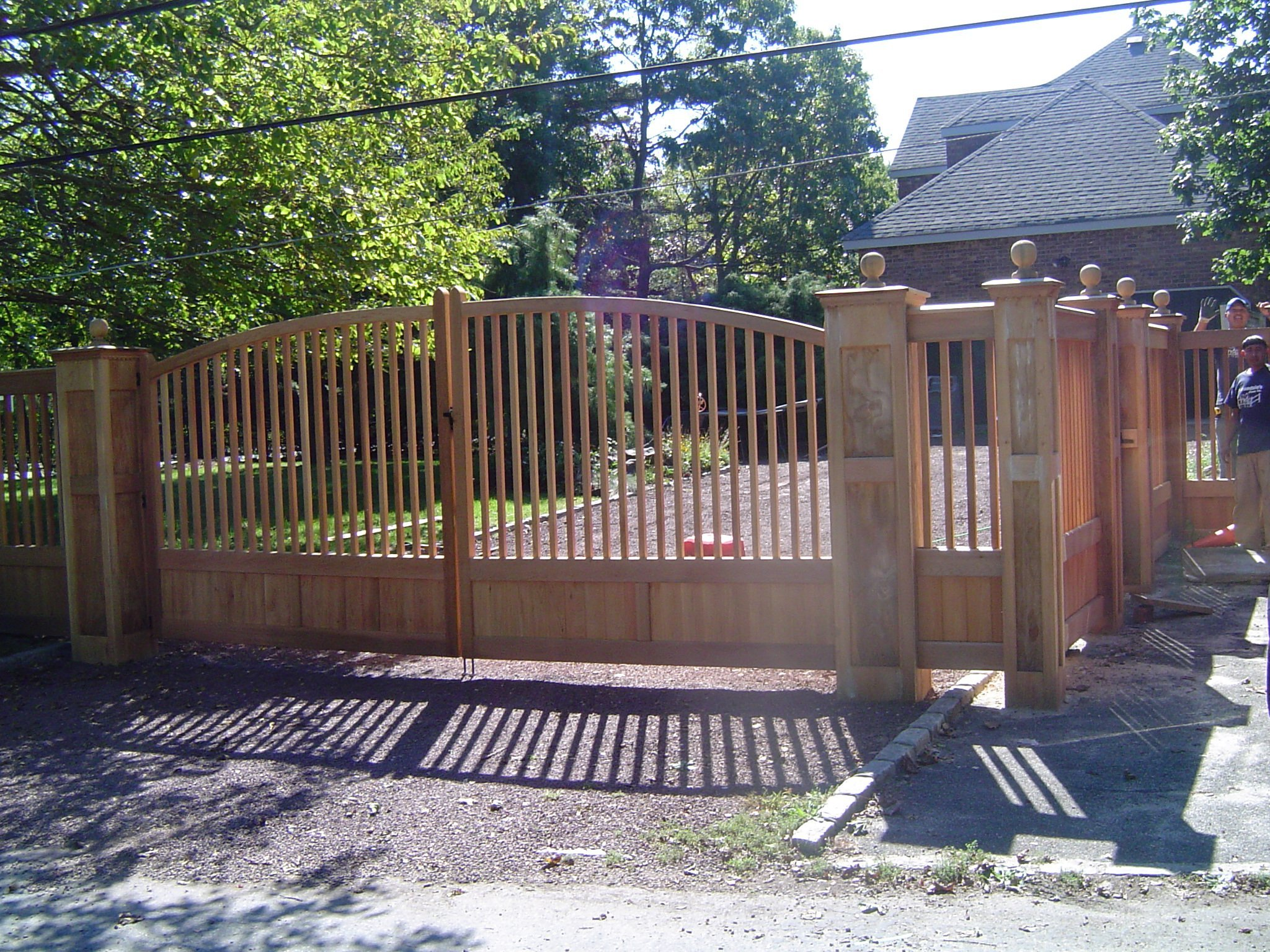Oklahoma with Continuous Crown Closed Spindle Double Drive Gate with Sleeves